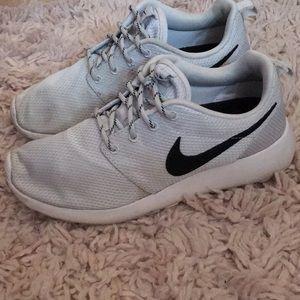 Nike Roshes light gray